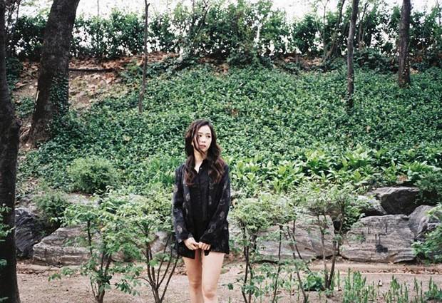 """Kỷ niệm 3 năm debut, Jennie tặng fan tài khoản IG toàn ảnh film cực """"nghệ"""", điều kỳ diệu nhất nằm ở bức hình đầu tiên - Ảnh 13."""