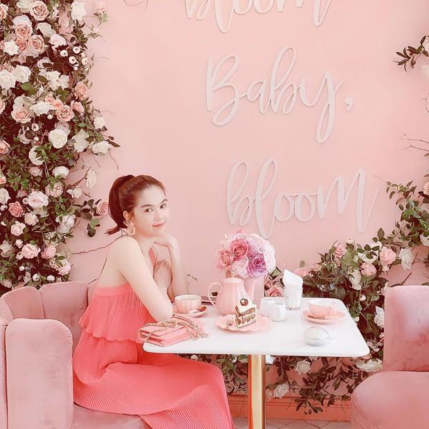 Vô vàn quán xinh màu hồng ở Việt Nam nhưng Ngọc Trinh lại đặc biệt ưa thích tiệm bánh này, còn ghé 2 lần dù cách xa… 1500 km - Ảnh 3.