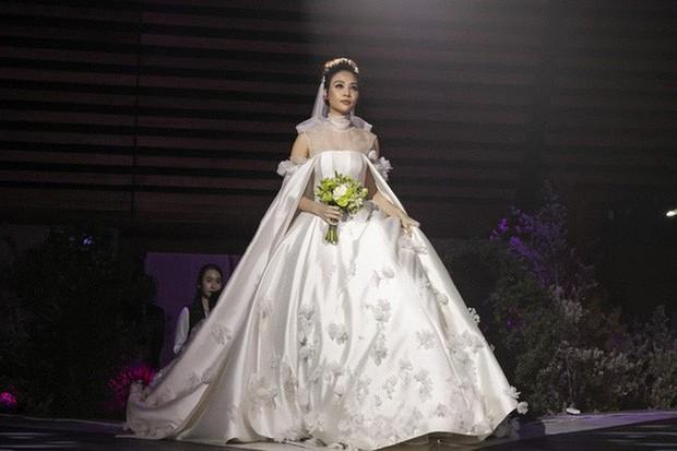Sao Việt thay váy cưới như chạy show: Đàm Thu Trang đổi liền 3 bộ nhưng còn có người thay liền 5 bộ chỉ trong 1 ngày - Ảnh 1.