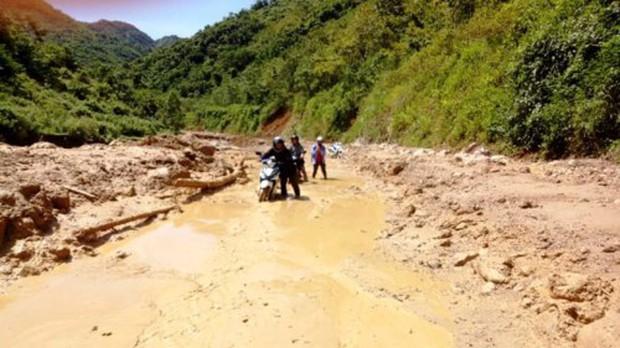 Thanh Hóa: Cận cảnh cung đường đến trường của giáo viên sau mưa lũ ở Mường Lát - Ảnh 2.