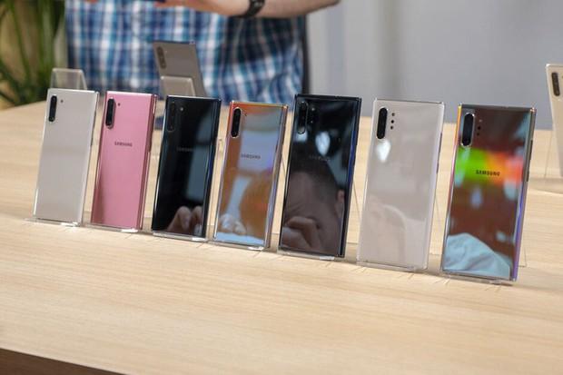 Cận cảnh 5 màu tuyệt đẹp của Galaxy Note 10, bạn sẽ chọn chiếc nào để khoe dáng? - Ảnh 1.