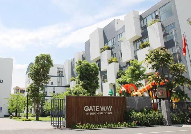 Trường Gateway quảng cáo nhập nhèm, treo đầu dê, bán thịt chó? - Ảnh 1.