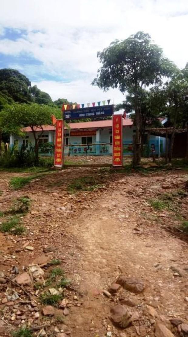 Thanh Hóa: Cận cảnh cung đường đến trường của giáo viên sau mưa lũ ở Mường Lát - Ảnh 13.