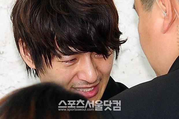 11 scandal tồi tệ nhất lịch sử showbiz Hàn: Tự tử, ngoại tình, hãm hiếp liên hoàn, vụ của Seungri chưa là gì - Ảnh 15.