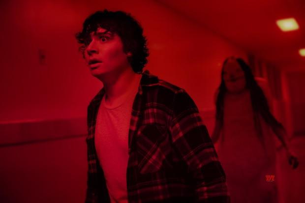 Scary Stories to Tell in the Dark: Quá nhiều cô hồn trong một bộ phim khiến người lớn cũng phải khóc thét - Ảnh 6.