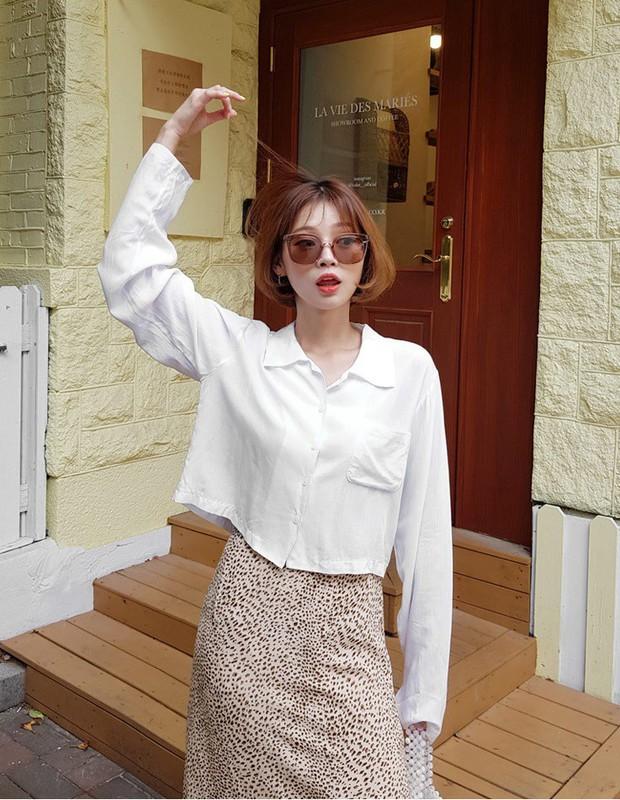 """Hội sành mốt phải tìm mua ngay áo blouse lửng vì vừa đẹp lại """"hack dáng"""" ảo diệu - Ảnh 3."""