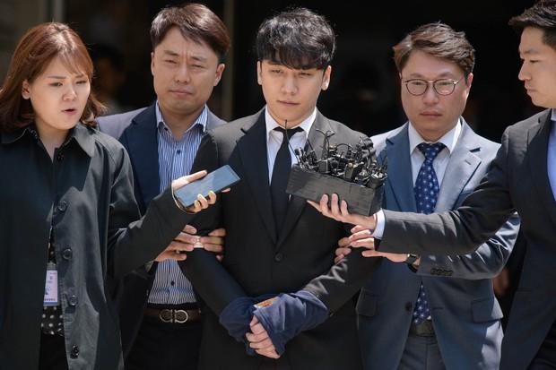 11 scandal tồi tệ nhất lịch sử showbiz Hàn: Tự tử, ngoại tình, hãm hiếp liên hoàn, vụ của Seungri chưa là gì - Ảnh 21.