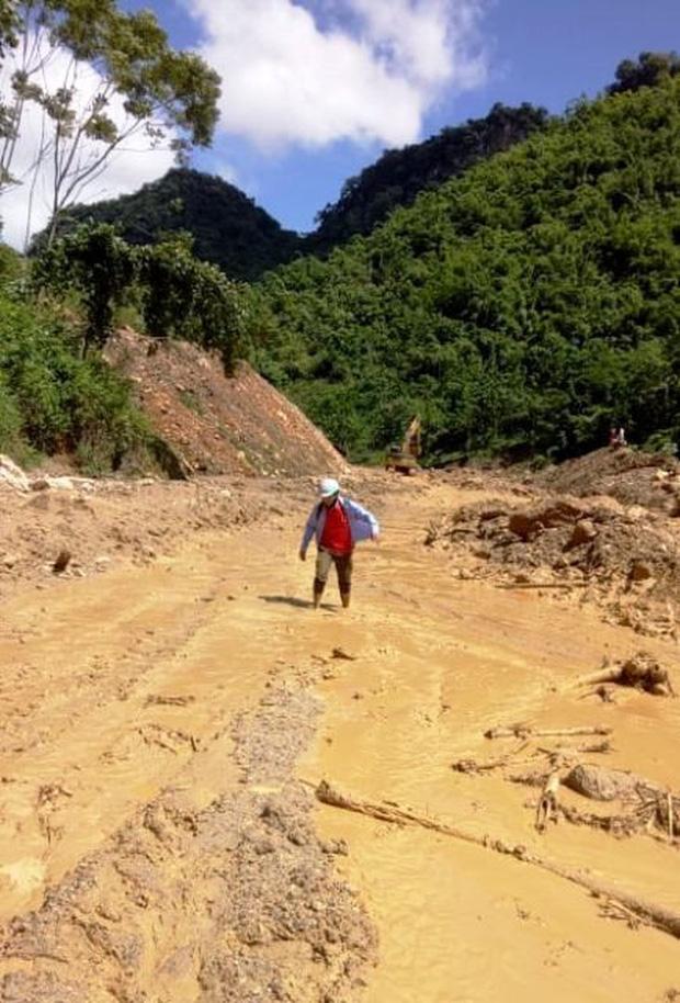 Thanh Hóa: Cận cảnh cung đường đến trường của giáo viên sau mưa lũ ở Mường Lát - Ảnh 5.