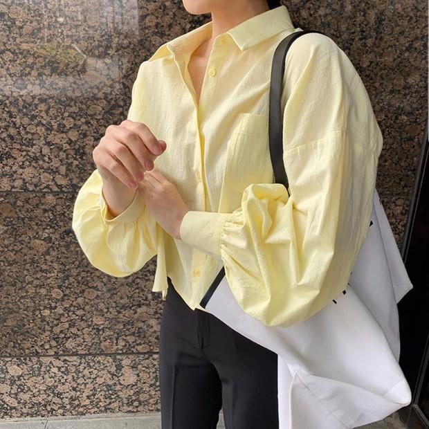"""Hội sành mốt phải tìm mua ngay áo blouse lửng vì vừa đẹp lại """"hack dáng"""" ảo diệu - Ảnh 5."""
