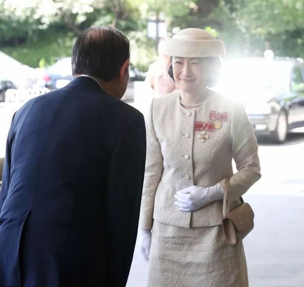 Sánh bước cùng em dâu, Hoàng hậu Masako bị báo Trung chỉ ra lỗi thời trang khiến bà thiếu tinh tế hơn hẳn - Ảnh 6.