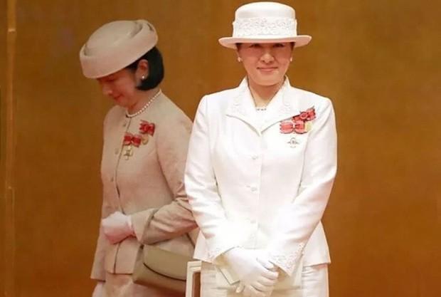 Sánh bước cùng em dâu, Hoàng hậu Masako bị báo Trung chỉ ra lỗi thời trang khiến bà thiếu tinh tế hơn hẳn - Ảnh 7.