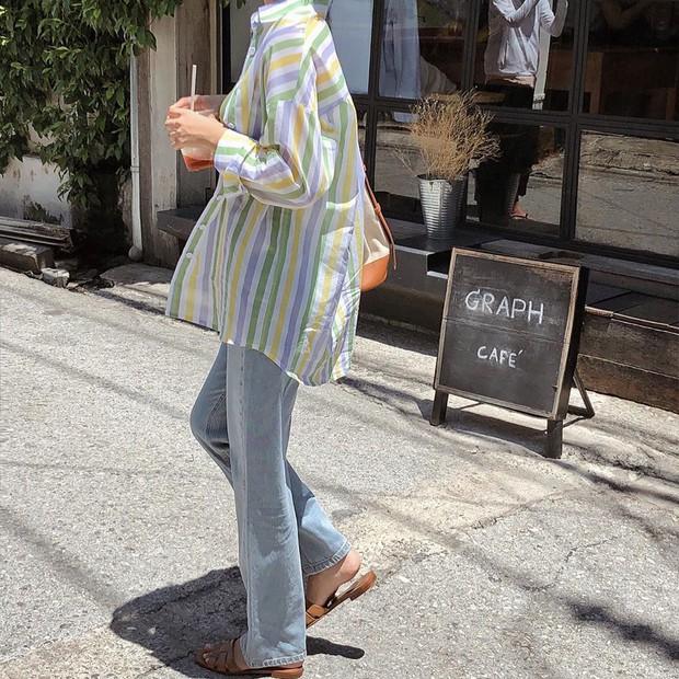 Chờ mãi thời tiết mới đỡ nóng để chị em xúng xính 4 kiểu áo xinh ngất ngây này - Ảnh 9.