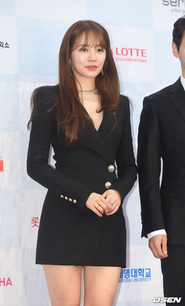 Thảm đỏ quy tụ dàn sao Hàn quyền lực: Yoon Eun Hye trở lại xuất sắc, Krystal đẹp ngút ngàn bất chấp đầm sến sẩm - Ảnh 2.
