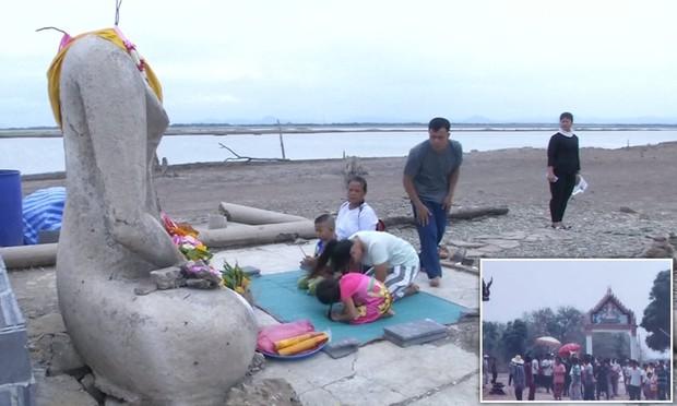 Sự hiện diện của pho tượng Phật không đầu này là minh chứng cho thấy hạn hán ở Thái Lan đang nghiêm trọng đến mức nào - Ảnh 1.