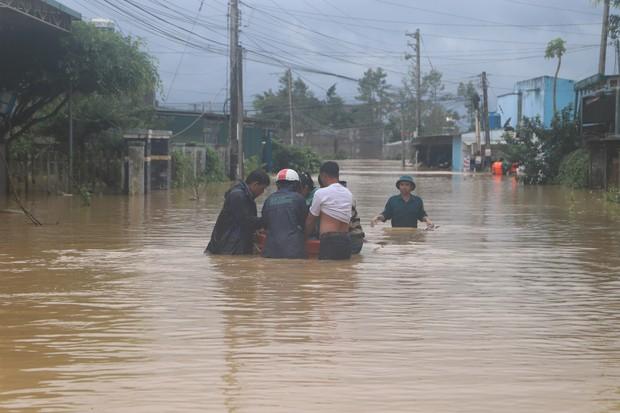 Lâm Đồng: Nhiều nhà dân bị sập do sạt lở đất, phát hiện một cụ ông chết trong nhà - Ảnh 2.