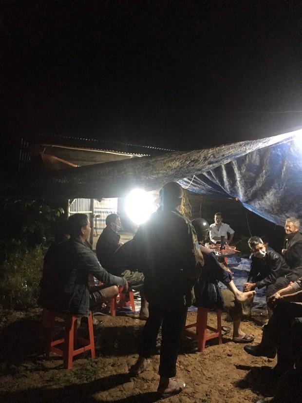 Lâm Đồng: Nhiều nhà dân bị sập do sạt lở đất, phát hiện một cụ ông chết trong nhà - Ảnh 3.