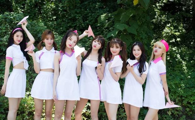 Được netizen Hàn khen là nhóm nữ có bài chủ đề 2019 hay hơn BLACKPINK, liệu OH MY GIRL có tranh thủ mà bật lên? - Ảnh 2.