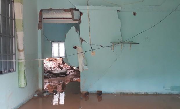 Lâm Đồng: Nhiều nhà dân bị sập do sạt lở đất, phát hiện một cụ ông chết trong nhà - Ảnh 4.