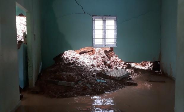 Lâm Đồng: Nhiều nhà dân bị sập do sạt lở đất, phát hiện một cụ ông chết trong nhà - Ảnh 5.