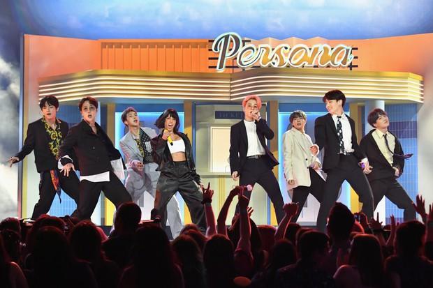 """Những """"cú bắt tay"""" giữa sao Kpop và nghệ sĩ US-UK: Người khuấy đảo Billboard, kẻ im lìm thành """"bom xịt"""" - Ảnh 1."""