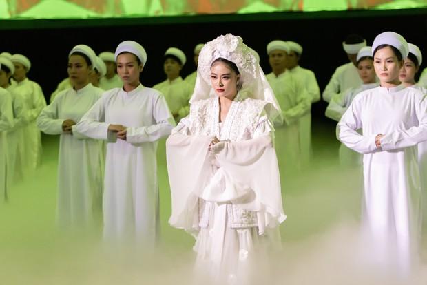 Một câu hát trong Tứ Phủ của Hoàng Thuỳ Linh làm dấy lên tranh cãi trong cộng đồng mạng - Ảnh 4.