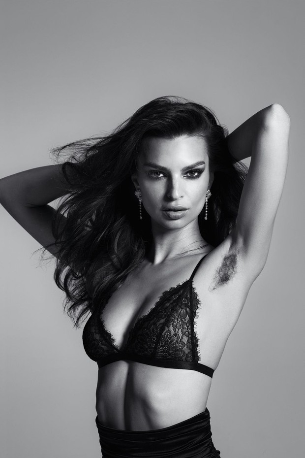 Mẫu ngực khủng nổi tiếng Emily Ratajkowski gây bão mạng vì tự tin khoe cả vùng lông nách trên tạp chí - Ảnh 1.