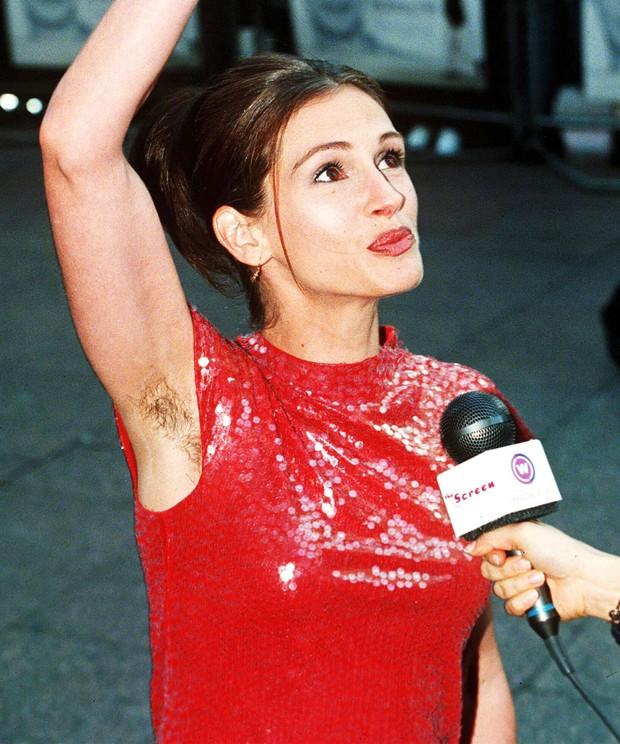 Mẫu ngực khủng nổi tiếng Emily Ratajkowski gây bão mạng vì tự tin khoe cả vùng lông nách trên tạp chí - Ảnh 5.