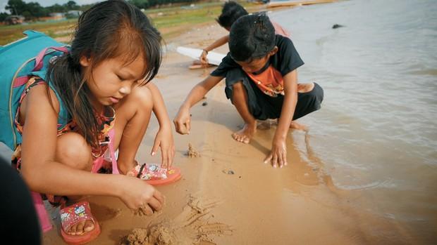 Khoai Lang Thang: Điều Khoai mong muốn sau hành trình này là con trẻ được vui chơi và bồi đắp tâm hồn trên chính mảnh đất quê hương - Ảnh 2.