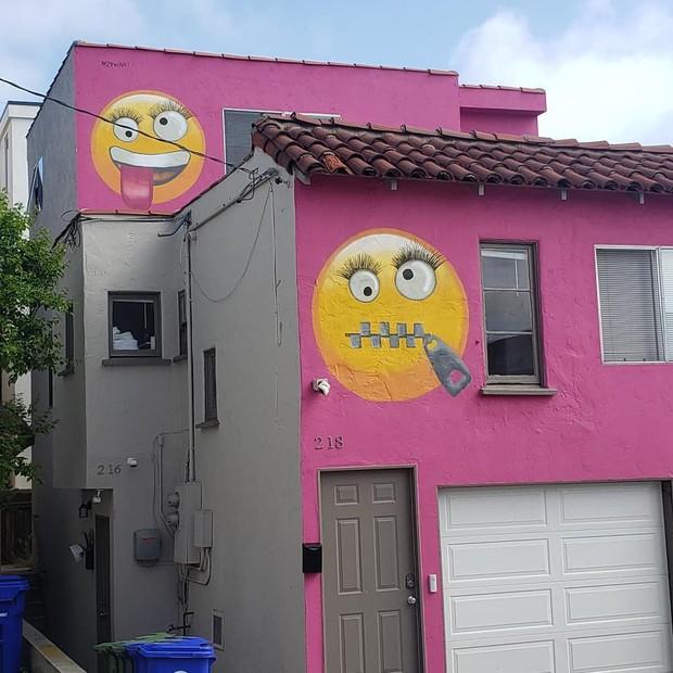 Dằn mặt hàng xóm bằng sơn tường hồng cùng emoji nhí nhố, khu dân cư Mỹ hứng drama cười ra nước mắt - Ảnh 1.