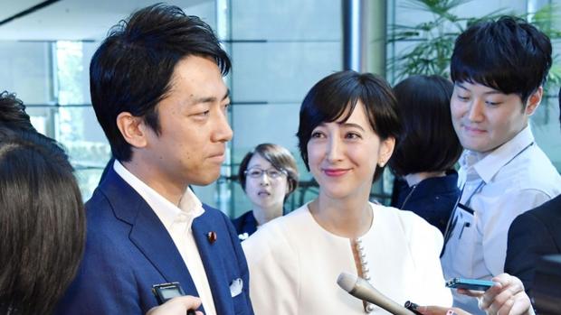 Chính trị gia trẻ tuổi ưu tú nhất Nhật Bản khiến bao cô gái tan giấc mộng khi tuyên bố kết hôn, công khai ý trung nhân tài sắc song toàn - Ảnh 1.