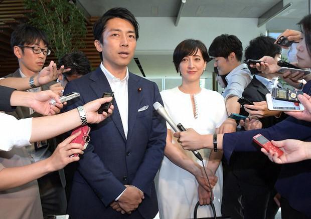 Chính trị gia trẻ tuổi ưu tú nhất Nhật Bản khiến bao cô gái tan giấc mộng khi tuyên bố kết hôn, công khai ý trung nhân tài sắc song toàn - Ảnh 2.