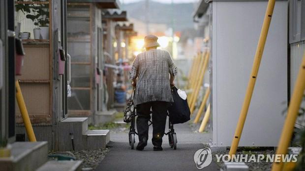Người già ở Hàn Quốc: Hi sinh tất cả cho con cái, đến khi về hưu, sống trong cô đơn và chết trong cô độc - Ảnh 2.