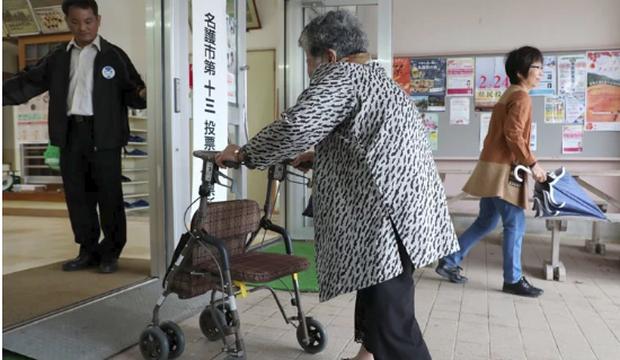 Người già ở Hàn Quốc: Hi sinh tất cả cho con cái, đến khi về hưu, sống trong cô đơn và chết trong cô độc - Ảnh 3.