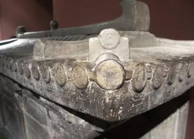 Khai quật mộ cổ nghìn năm của cháu gái Hoàng hậu Trung Hoa và câu chuyện bí ẩn đằng sau 4 chữ người mở sẽ chết trên nắp quan tài - Ảnh 4.