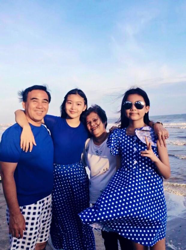 """Bằng một """"nghi thức"""" thời trang, gia đình MC Quyền Linh đã lan tỏa """"virus hạnh phúc"""", ai ngắm cũng thấy vui lây - Ảnh 4."""