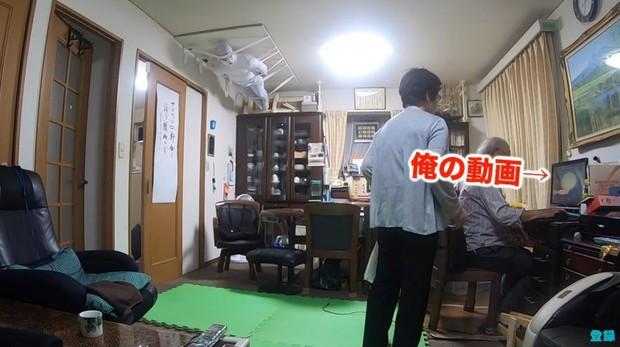 Bày trò với ông nội giả ma dọa bà nội, chàng YouTuber Nhật Bản nhận về cái kết cười đau cả bụng nhưng cũng gian nan phết - Ảnh 4.
