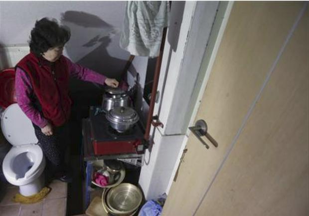 Người già ở Hàn Quốc: Hi sinh tất cả cho con cái, đến khi về hưu, sống trong cô đơn và chết trong cô độc - Ảnh 5.
