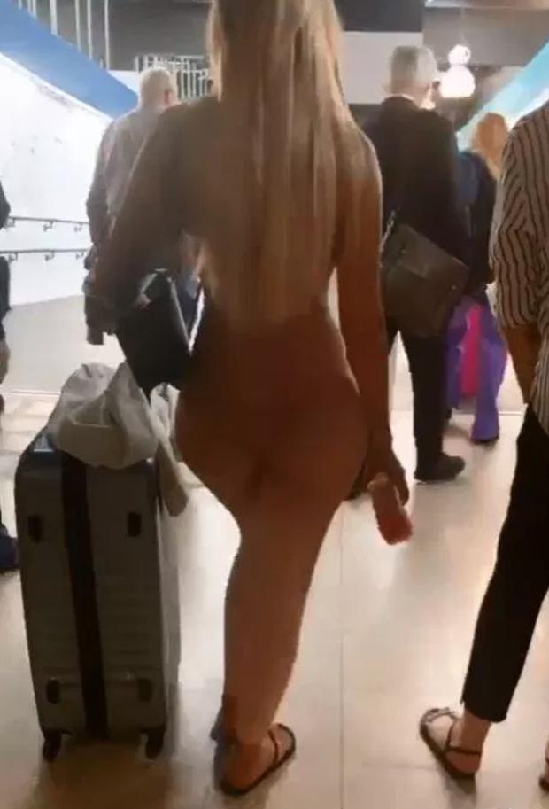 Sốc trước hình ảnh quả bom sex nước Anh nude hoàn toàn sải bước tự tin tại sân bay, nhìn kỹ mới tá hỏa - Ảnh 3.