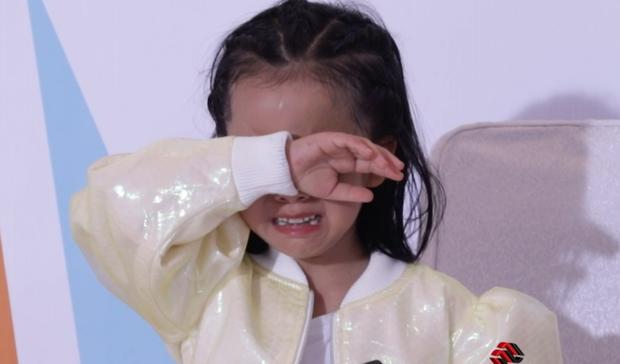 Mâu Thủy chỉnh đốn Hương Ly, thí sinh nhí bật khóc khuyên ngăn - Ảnh 3.