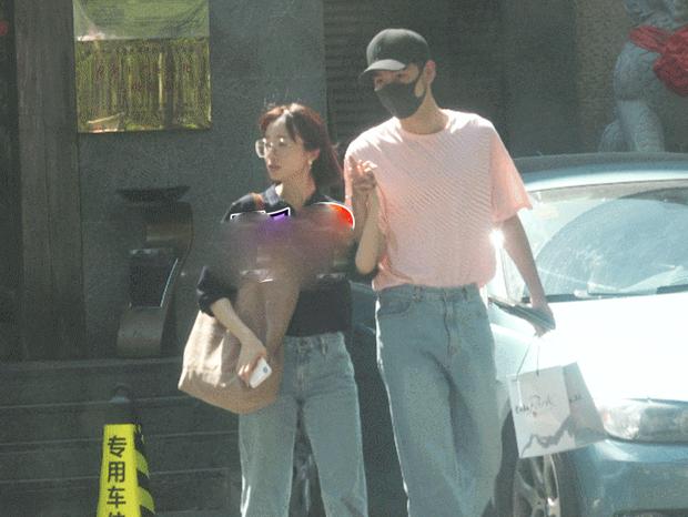Cặp đôi chị - em mới của Cbiz: Nam chính Đông Cung lộ ảnh hẹn hò siêu ngọt ngào với mỹ nhân Tần Thời Minh Nguyệt - Ảnh 2.