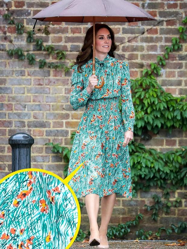 Những trang phục ẩn chứa mật mã của hoàng gia Anh: Công nương Kate đầy tinh tế nhưng ấn tượng nhất là chiếc váy báo thù của Diana - Ảnh 2.