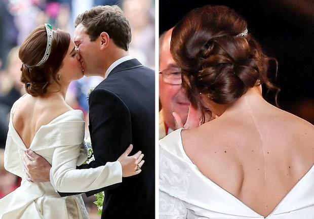 Những trang phục ẩn chứa mật mã của hoàng gia Anh: Công nương Kate đầy tinh tế nhưng ấn tượng nhất là chiếc váy báo thù của Diana - Ảnh 4.