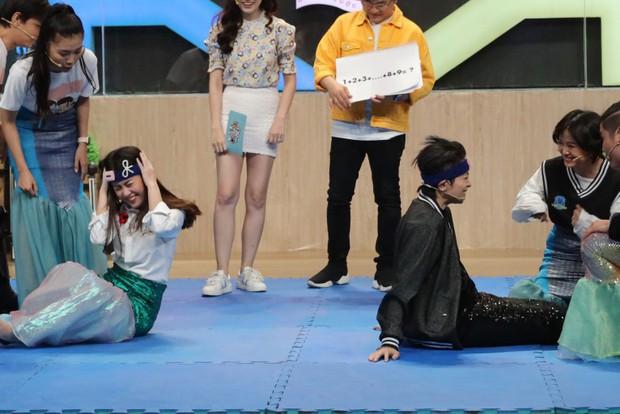 Gil Lê hóa tiên cá mắc cạn, khoe tài nấu ăn trên show truyền hình - Ảnh 3.