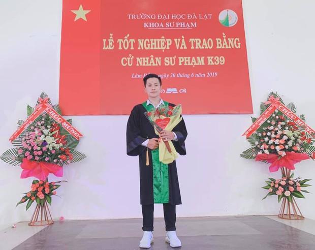 Thầy giáo trẻ sinh năm 1997 ở Đà Lạt gây sốt với body 6 múi cuồn cuộn: Đẹp trai, cơ bắp thế này ai mà chẳng thích đi học! - Ảnh 1.