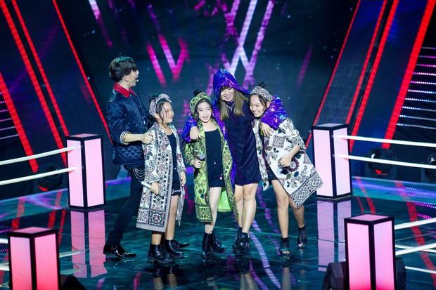 Giọng hát Việt nhí: Lưu Thiên Hương run chân đứng không nổi khi làm mới hai ca khúc của Diva cho học trò - Ảnh 2.