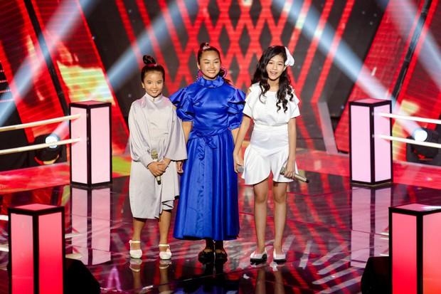Giọng hát Việt nhí: Lưu Thiên Hương run chân đứng không nổi khi làm mới hai ca khúc của Diva cho học trò - Ảnh 7.