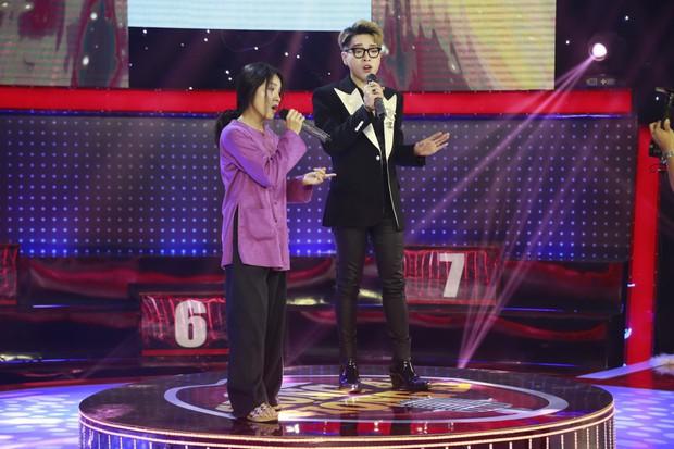 Trấn Thành, Trường Giang... cổ vũ Erik ôm, hôn trai đẹp trên sân khấu - Ảnh 8.