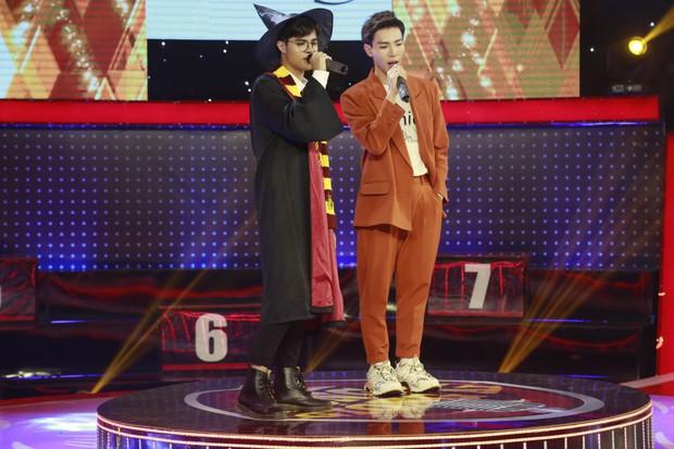Trấn Thành, Trường Giang... cổ vũ Erik ôm, hôn trai đẹp trên sân khấu - Ảnh 5.