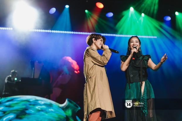 Vũ Cát Tường đem tiểu tinh cầu lên sân khấu liveshow đầy hoành tráng, lần đầu hát live ca khúc mới toanh chiêu đãi khán giả Hà Nội - Ảnh 9.