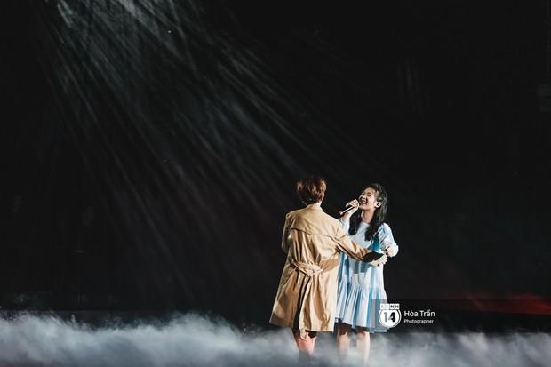 Vũ Cát Tường đem tiểu tinh cầu lên sân khấu liveshow đầy hoành tráng, lần đầu hát live ca khúc mới toanh chiêu đãi khán giả Hà Nội - Ảnh 10.